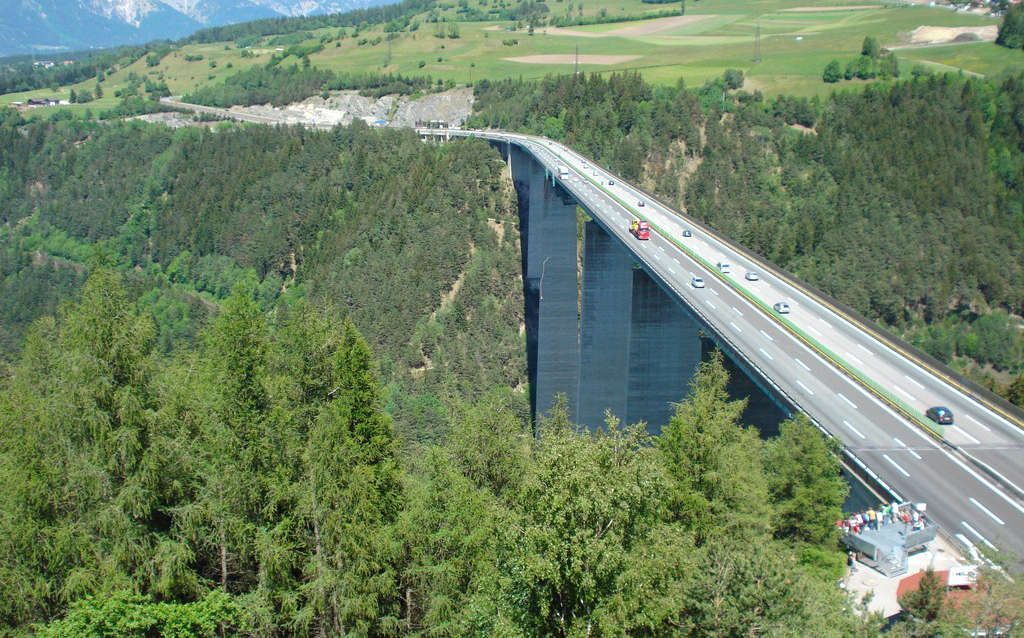 Bungy Jumping von der Europabrücke